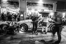 Pit stop for #23 Rowe Racing Mercedes-Benz SLS AMG GT3: Klaus Graf, Jan Seyffarth, Thomas Jäger, Richard Göransson