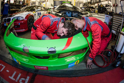 GT Corse by Rinaldi team members at work