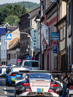#11 Wochenspiegel Team Manthey Porsche 911 GT3 RSR in the Adenau traffic