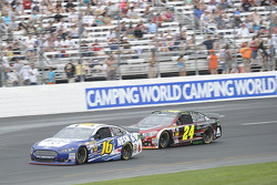 Greg Biffle, Roush Fenway Racing Ford and Jeff Gordon, Hendrick Motorsports Chevrolet