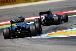 Esteban Gutierrez, Sauber C33 leads Jenson Button, McLaren MP4-29