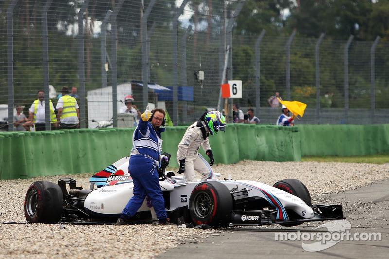 Felipe Massa, Williams FW36 crashes at the start of the race