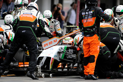 F1: Sergio Perez, Sahara Force India during pitstop