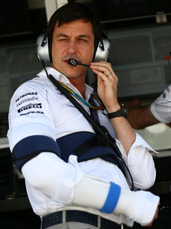 F1: Toto Wolff, Mercedes AMG F1 Shareholder and Executive Director with injuries sustained in a cycling accident