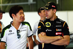 Kamui Kobayashi, Caterham and Pastor Maldonado, Lotus F1 Team on the drivers parade.