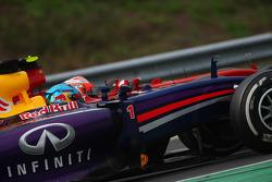 Sebastian Vettel, Red Bull Racing RB10 and Kimi Raikkonen, Ferrari F14-T