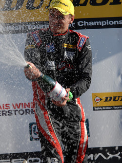 Race winner Aron Smith