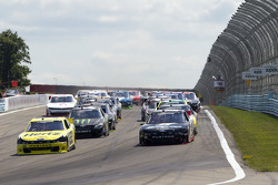 Start: Brad Keselowski leads