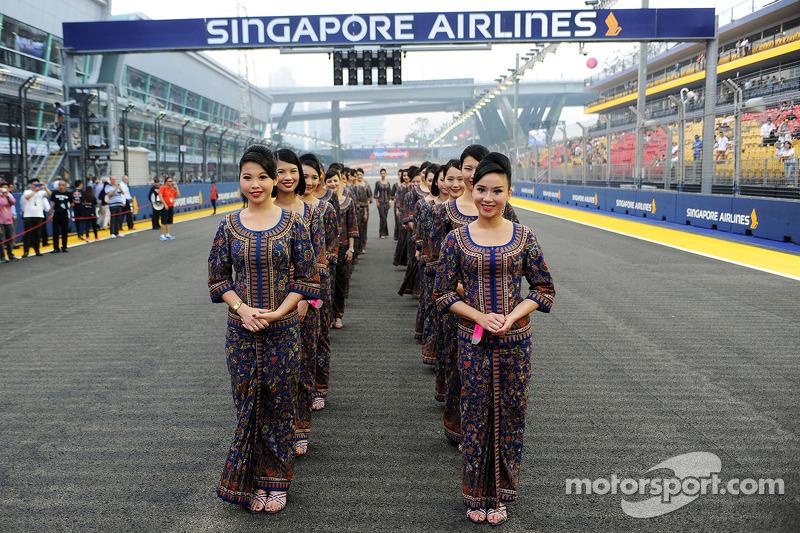 Ombrelline alla parata dei piloti a gran premio di for Singapore airlines sito italiano