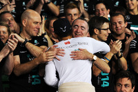 Race winner and World Champion Lewis Hamilton, Mercedes AMG F1 celebrates with Paddy Lowe, Mercedes AMG F1 Executive Director, and the team