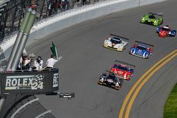 Start: #60 Michael Shank Racing with Curb/Agajanian Ligier JS P2 Honda: John Pew, Oswaldo Negri, A.J. Allmendinger, Matt McMurry leads the field