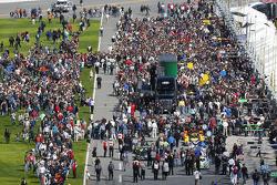 Fans on pit road