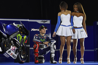 Jorge Lorenzo, Yamaha Factory Racing with lovely Yamaha girls