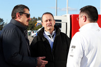 (L to R): Guenther Steiner, Haas F1 Team Prinicipal with Jonathan Neale, McLaren Chief Operating Officer and Eric Boullier, McLaren Racing Director