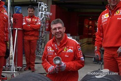 Ross Brawn tries his hand at a pitstop