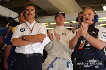 Dr Mario Theissen, Ralf Schumacher and Patrick Head watch qualifying