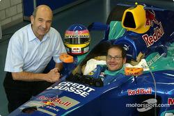 Jacques Villeneuve seat fitting at Sauber factory in Hinwil: Peter Sauber and Jacques Villeneuve