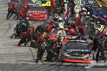 Pit action: Kurt Busch