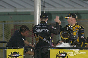 2004 NASCAR NEXTEL Cup champion Kurt Busch and Matt Kenseth change the champion's flag