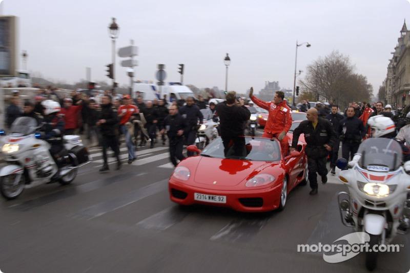 Parade on Champs-Elysées: Michael Schumacher switches to a Ferrari 360 Modena