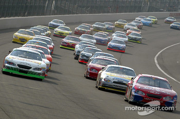 Start: Tony Stewart, J.J. Yeley and Mark Martin lead the field
