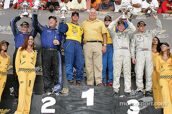 Podium: race winners Justin Marks and Bill Auberlen, with Rob Finlay and Michael McDowell, and David Empringham and Scott Maxwell