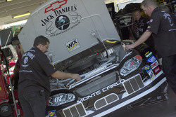 The Jack Daniel's team works on the #07