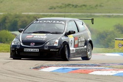 #9 Arena Motorsports Honda Civic of Tom Chilton suffers a blow-out whilst leading from pole position