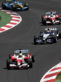 Ralf Schumacher leads a pack of cars
