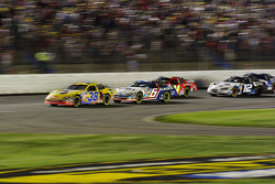 Elliott Sadler leads a restart after a caution