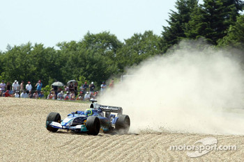 Off-track excursion for Felipe Massa