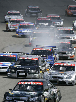 Start: Gary Paffett leads the field