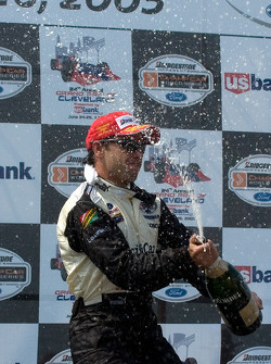 Podium: champagne for Oriol Servia