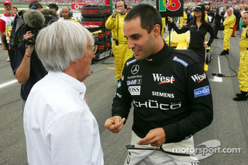 Juan Pablo Montoya discusses with Bernie Ecclestone
