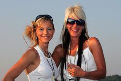 Lovely Formula Unas girls