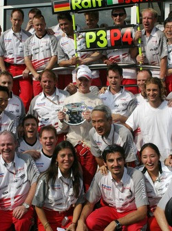 Ralf Schumacher and Jarno Trulli celebrate with their team