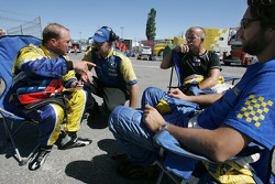Bill Auberlen discusses with Turner Motorsport crew members