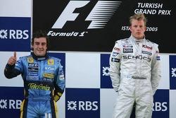 Podium: race winner Kimi Raikkonen with Fernando Alonso