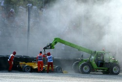 Narain Karthikeyan crashes