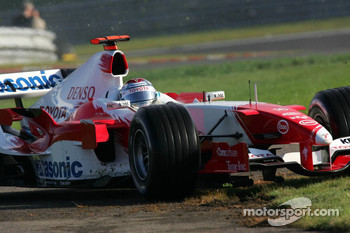 Jarno Trulli runs wide though the grass