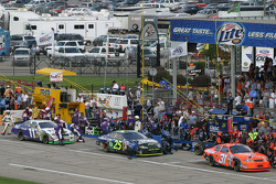 Pitstop for Jeff Burton, Brian Vickers and J.J. Yeley