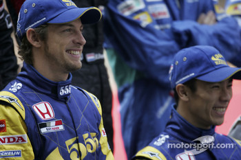 Family picture for the 2005 Formula One drivers: Jenson Button and Takuma Sato