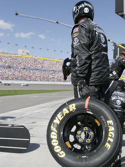 Jack Daniel's team members ready for pitstop