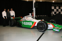 Michael Andretti and Tony Kanaan with the Team 7-Eleven Dallara Honda Firestone
