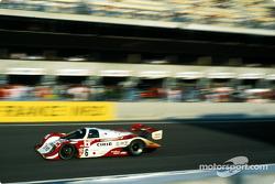 #6 A.D.A. Engineering Porsche 962C: Jun Harada, Tomiko Yoshikawa, Masahiko Kondou