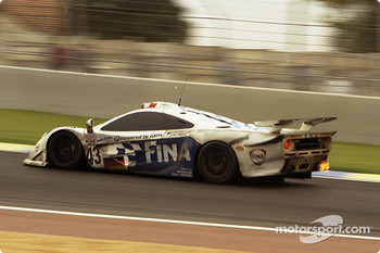 #43 Team BMW Motorsport McLaren F1 GTR BMW: Peter Kox, Roberto Ravaglia, ric Hlary