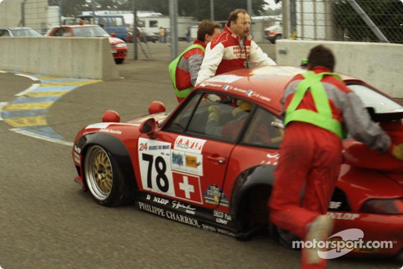 Trouble for #78 Elf Haberthur Racing Porsche 911 GT2: Michel Neugarten, Jean-Claude Lagniez, Guy Martinolle
