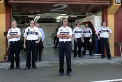 BMW Sauber team wait