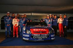 Kronos Total Citroën service area: Sébastien Loeb, Daniel Elena, Xavier Pons and Carlos Del Barrio and the Citroën Xsara WRC