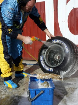 Renault team member cleans up tires